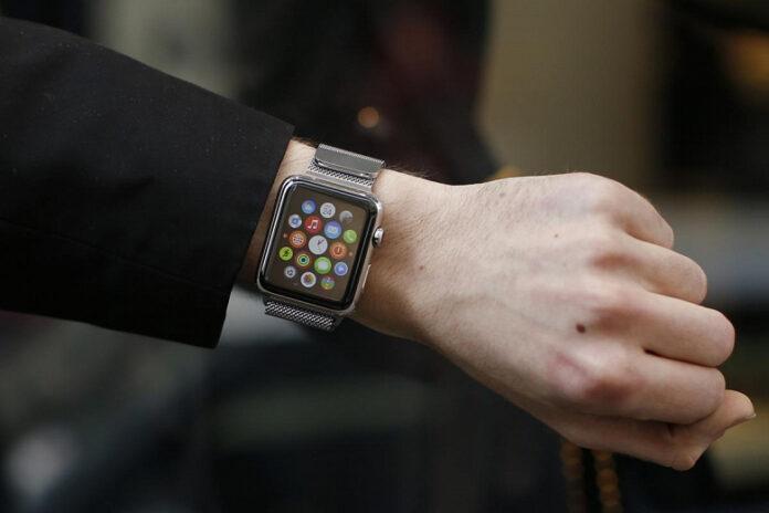 Пользователи Apple Watch показали красные следы, которые остаются на руке после часов