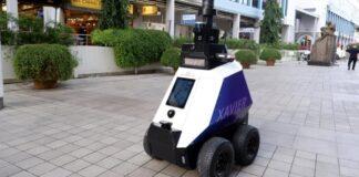Власти Сингапура привлекли к патрулированию роботов