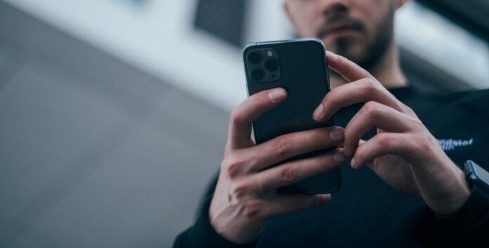 Миллионы смартфонов, ПК и ноутбуков с сегодняшнего дня остались без доступа к интернет-сайтам: кто виноват и что делать