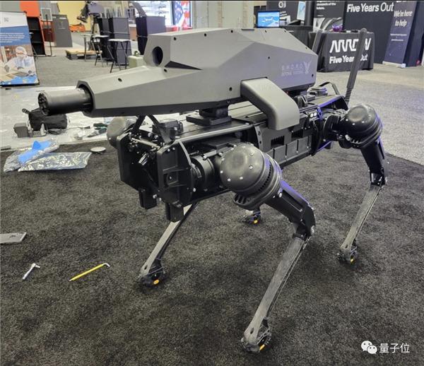 Популярного собаку-робота Boston Dynamics вооружили полуавтоматической винтовкой